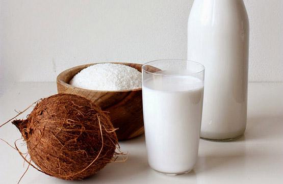 Jak na domácí kokosové mléko